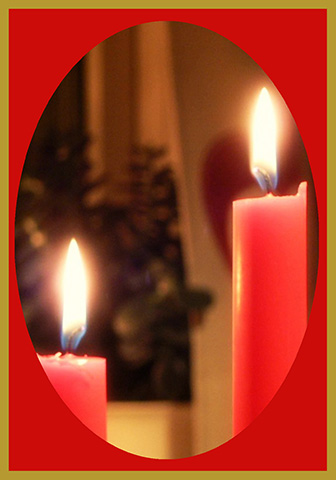 s-red-candles-at-Christmas